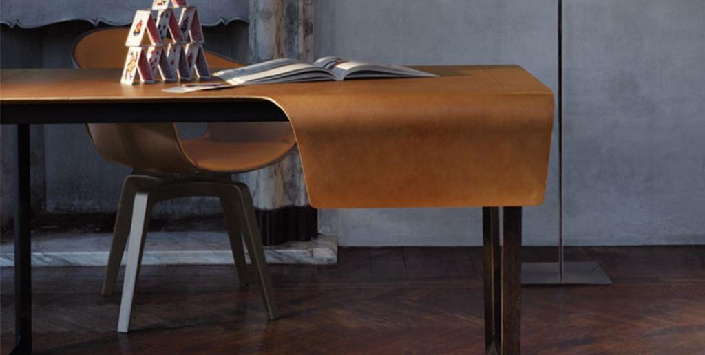 Scrivania fred poltrona frau ronchi abitare for Poltrona scrivania design